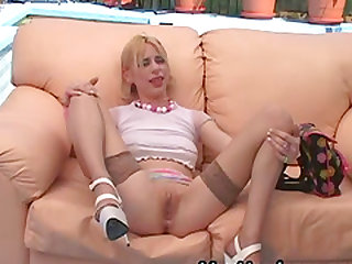 Sweet blonde Lain Oi offers her cunt to a nasty mature lover