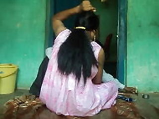 Barber shaving armpits hair of women .