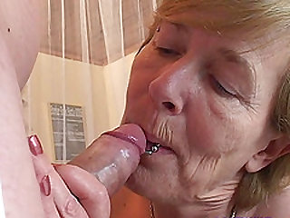 Rieky cannot resist making her pussy before being fucked