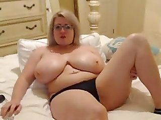 Big titted milf loves her new vibrator on webcam live