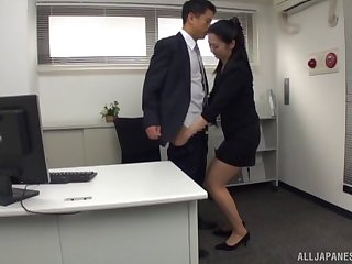 Secretary slut blows the boss with her gifted mouth