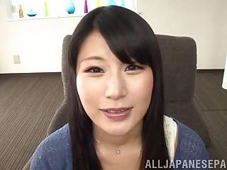 Chigusa Hara opens up wide and lets him cum in her mouth